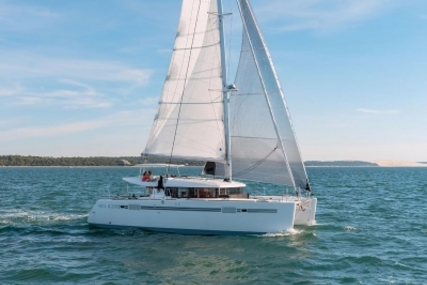 Lagoon 450 S for sale in France for €449,000 (£402,178)