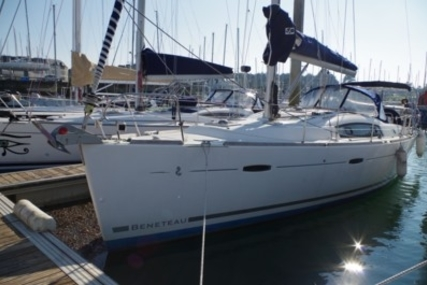 Beneteau Oceanis 40 for sale in France for €102,600 (£92,128)