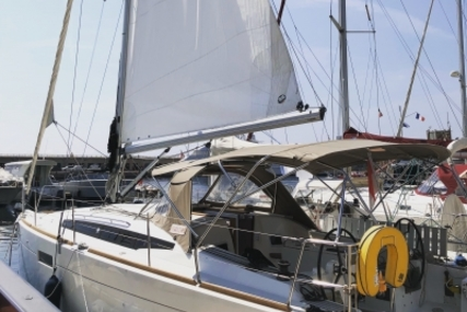 Jeanneau Sun Odyssey 349 for sale in France for €110,000 (£97,938)