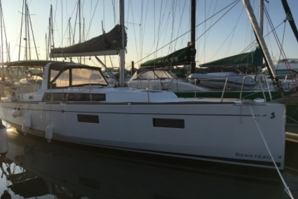Beneteau Oceanis 38 for sale in France for €159,000 (£140,222)