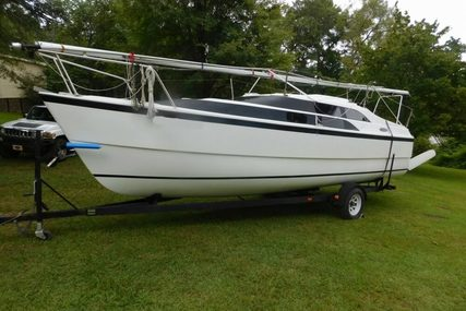 Macgregor 26M for sale in United States of America for $19,500 (£15,073)
