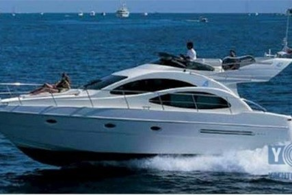 Azimut Yachts 42 for sale in Italy for €169,000 (£144,802)