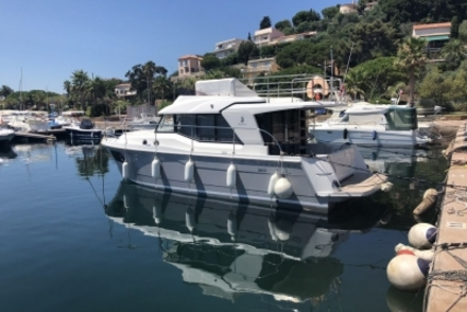 Beneteau Swift Trawler 30 for sale in France for €225,000 (£199,237)