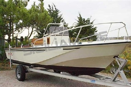 Boston Whaler 18 Outrage for sale in Italy for €15,000 (£13,044)
