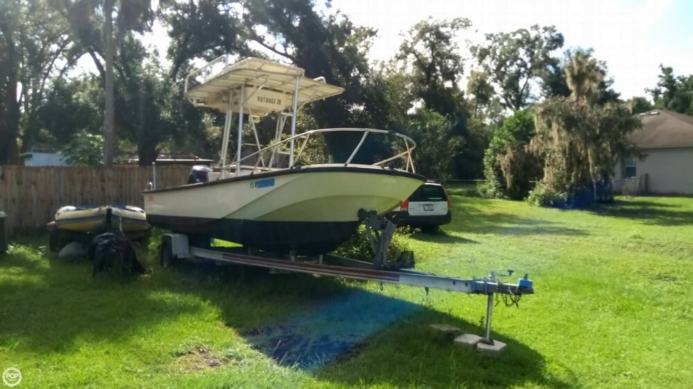 Boston Whaler Outrage V-20 for sale in United States of America for