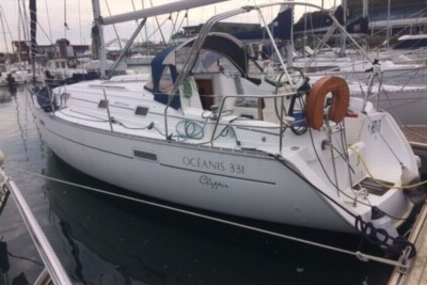 Beneteau Oceanis 331 Clipper for sale in France for €29,900 (£26,745)