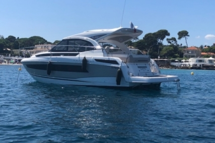 Jeanneau Leader 33 for sale in France for €223,000 (£196,289)