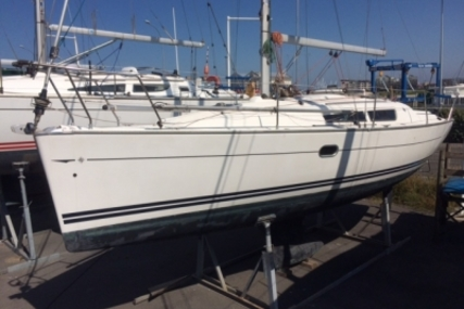 Jeanneau Sun Odyssey 32i for sale in France for €39,900 (£35,223)