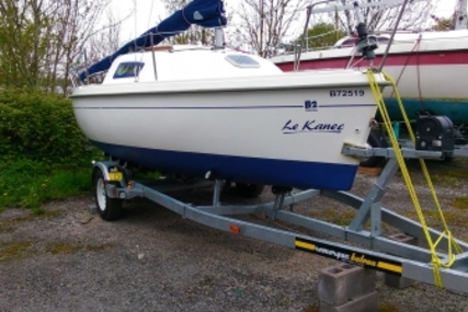 B2 Marine Blue Djinn for sale in France for €12,500 (£11,026)