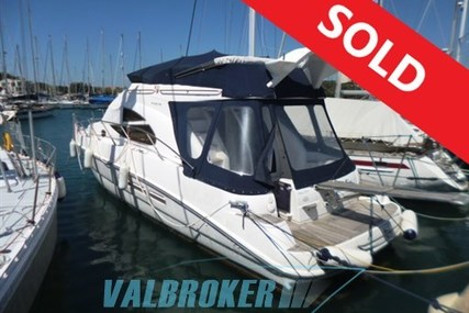 Sealine F 42/5 for sale in Italy for €165,000 (£146,633)