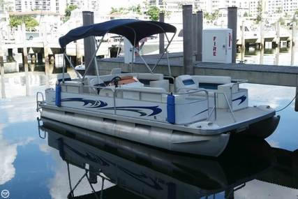 Bennington 2250 Super Sport for sale in United States of America for $16,200 (£12,248)
