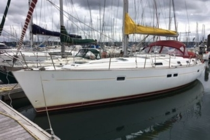 Beneteau Oceanis 411 for sale in France for €65,000 (£56,951)