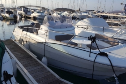 Jeanneau Cap Camarat 7.5 Cc for sale in France for €41,000 (£36,875)