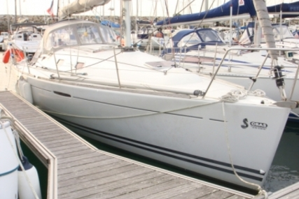 Beneteau First 31.7 for sale in France for €52,500 (£47,265)