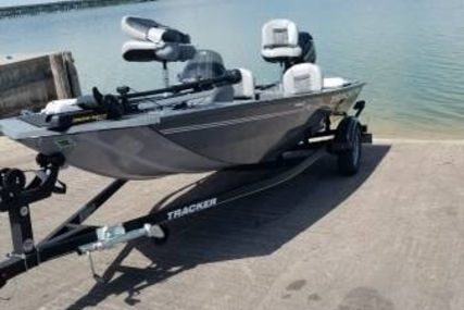 Tracker 16 for sale in United States of America for $18,100 (£13,763)