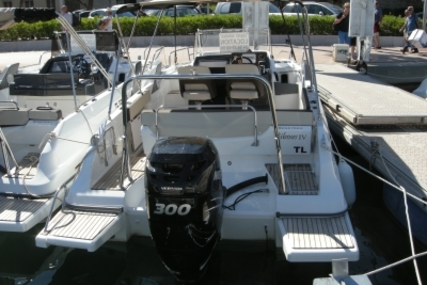 Beneteau Flyer 7.7 Sundeck for sale in France for €53,000 (£47,615)