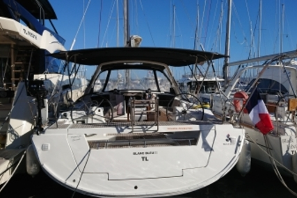 Beneteau Oceanis 45 for sale in France for €208,334 (£184,375)