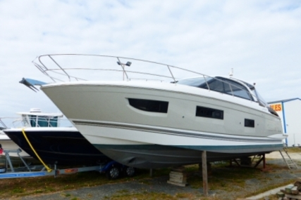 Jeanneau Leader 40 for sale in France for €249,000 (£218,115)