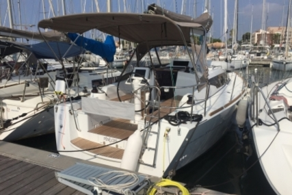 Jeanneau Sun Odyssey 319 for sale in France for €119,000 (£104,240)