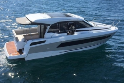 Jeanneau NC 33 for sale in France for €220,000 (£188,190)