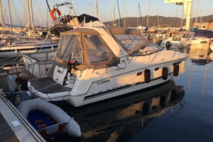 Jeanneau Leader 8 for sale in France for €70,000 (£61,581)