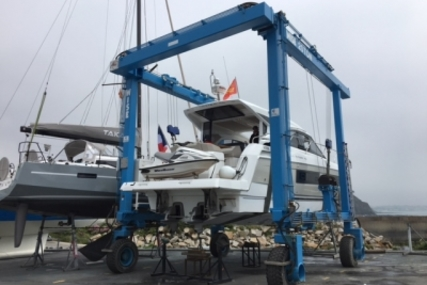 Jeanneau Leader 46 for sale in France for €390,000 (£344,283)