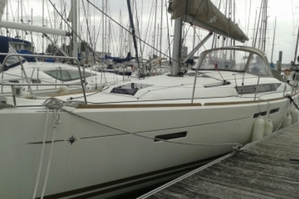 Jeanneau Sun Odyssey 409 for sale in France for €152,000 (£134,519)