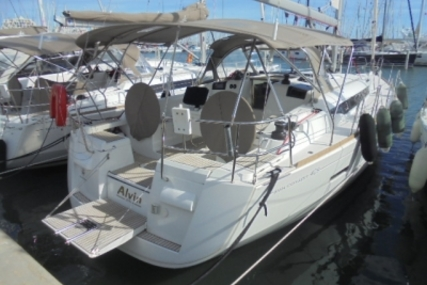 Jeanneau Sun Odyssey 409 for sale in France for €155,000 (£136,923)