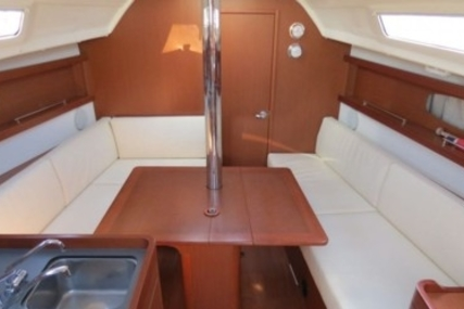 Beneteau Oceanis 31 Lifting Keel for sale in France for €75,000 (£65,986)
