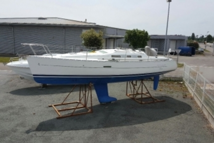 Beneteau Oceanis 323 Clipper for sale in France for €55,000 (£48,194)