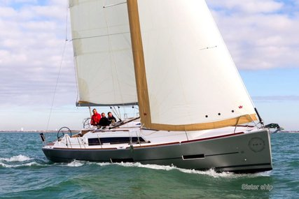 Dufour 382 for sale in France for €145,000 (£127,875)