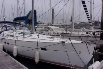 Beneteau Oceanis 423 for sale in France for €94,000 (£82,741)
