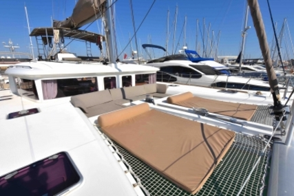 Lagoon 450 for sale in Spain for €475,000 (£426,686)