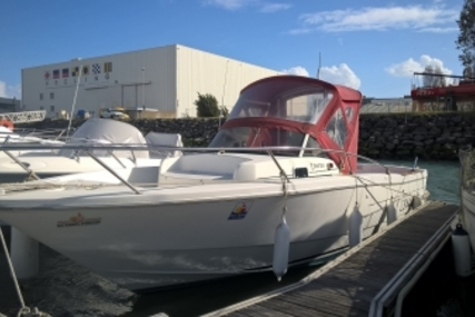 Beneteau Ombrine 700 for sale in France for €11,000 (£9,735)