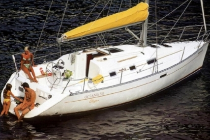Beneteau Oceanis 311 Clipper for sale in France for €33,500 (£29,544)