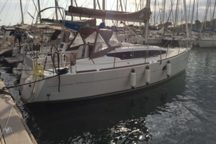 Jeanneau Sun Odyssey 319 for sale in France for €110,000 (£96,356)