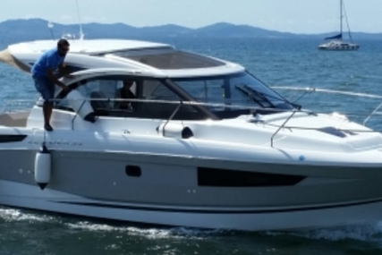 Jeanneau Leader 33 for sale in France for €240,000 (£205,298)