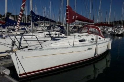 Beneteau Oceanis 311 Clipper for sale in France for €39,500 (£34,769)