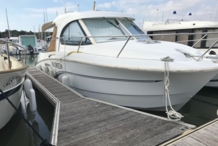 Beneteau Antares 8 for sale in France for €46,500 (£41,077)