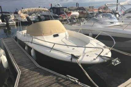 Jeanneau Cap Camarat 715 WA for sale in France for €21,000 (£18,561)