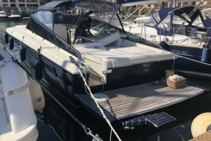 Itama 40 for sale in France for €230,000 (£204,575)