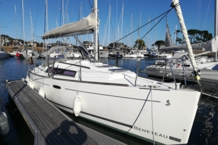 Beneteau Oceanis 31 for sale in France for €55,000 (£49,174)