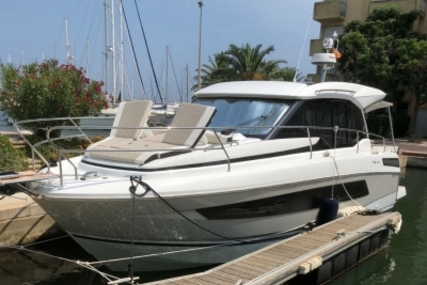 Jeanneau NC 33 for sale in France for €259,000 (£229,214)