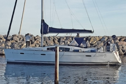 Beneteau Oceanis 40 for sale in France for €90,000 (£79,450)