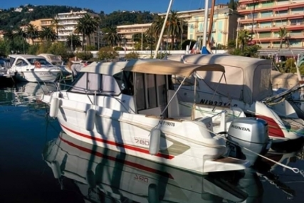 Beneteau Antares 7.80 for sale in France for €38,000 (£34,135)