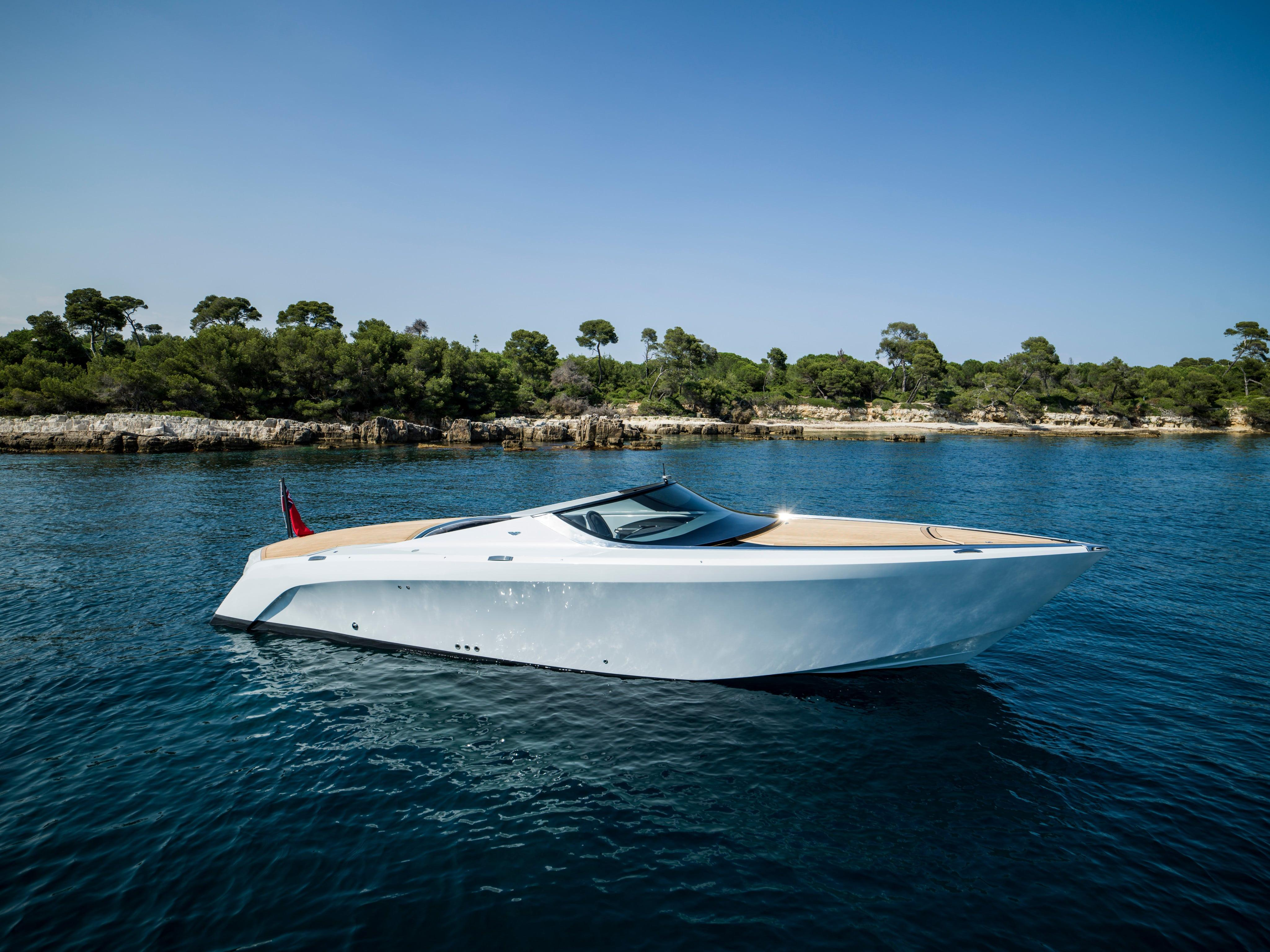 Power Boats For Sale >> Mulder Aston Martin Am37 Power Boat For Sale In United Arab Emirates