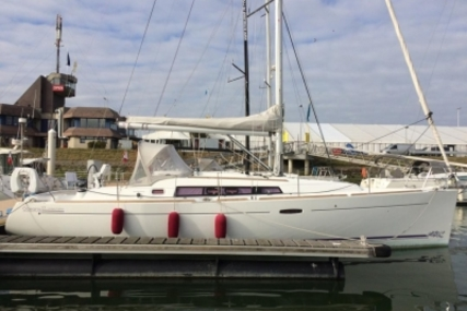 Beneteau Oceanis 37 for sale in France for €85,000 (£74,113)