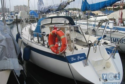 Friendship 28 for sale in Italy for €15,000 (£13,139)