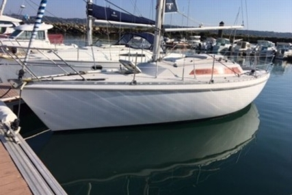 Jeanneau Aquila 27 for sale in France for €8,000 (£7,062)