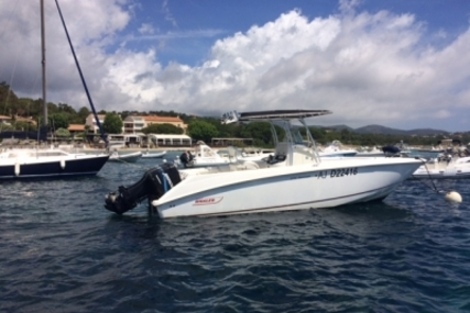 Boston Whaler 270 Outrage for sale in France for €55,000 (£48,551)